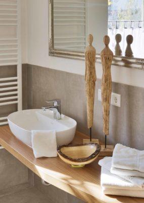 modernes Badezimmer im Gästehaus Osing