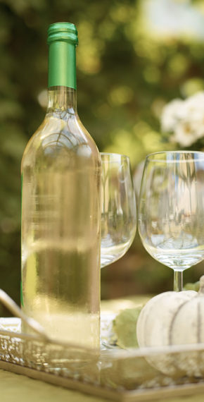 Weinflasche mit zwei Gläsern